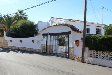 Villa with sea views in Moraira