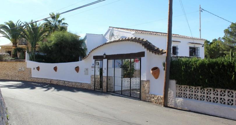 Villa with sea views in Moraira