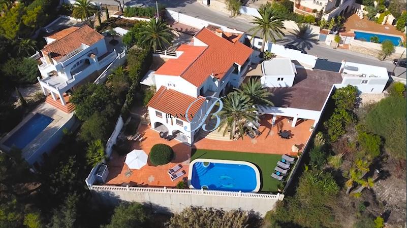 Sea view villa for sale in El Pinar de l´advocat in Moraira