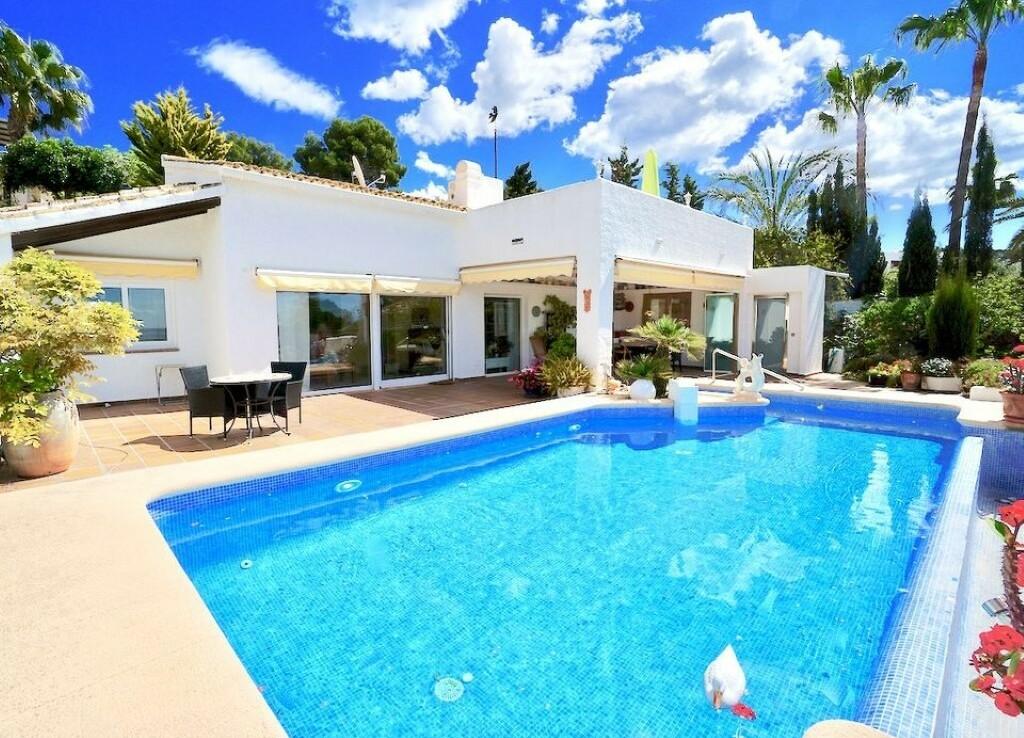 Sea view villa for sale in Pla del Mar Moraira