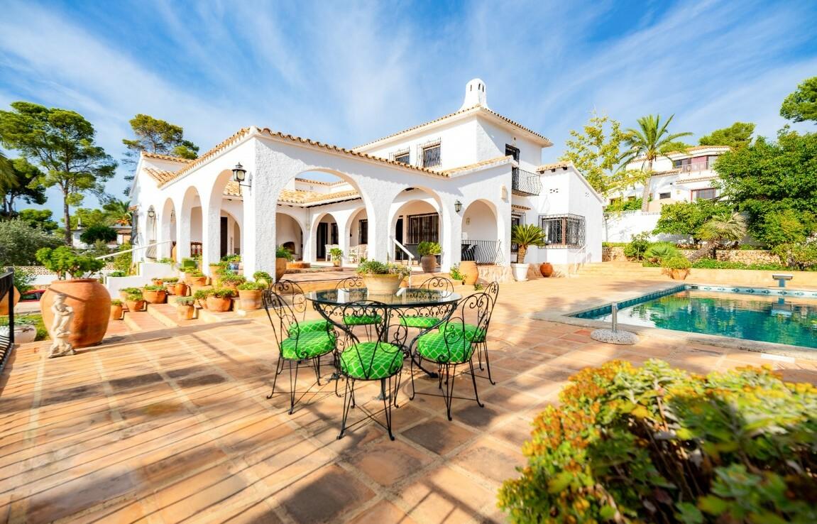 Sea view villa for sale in Pla del Mar in Moraira