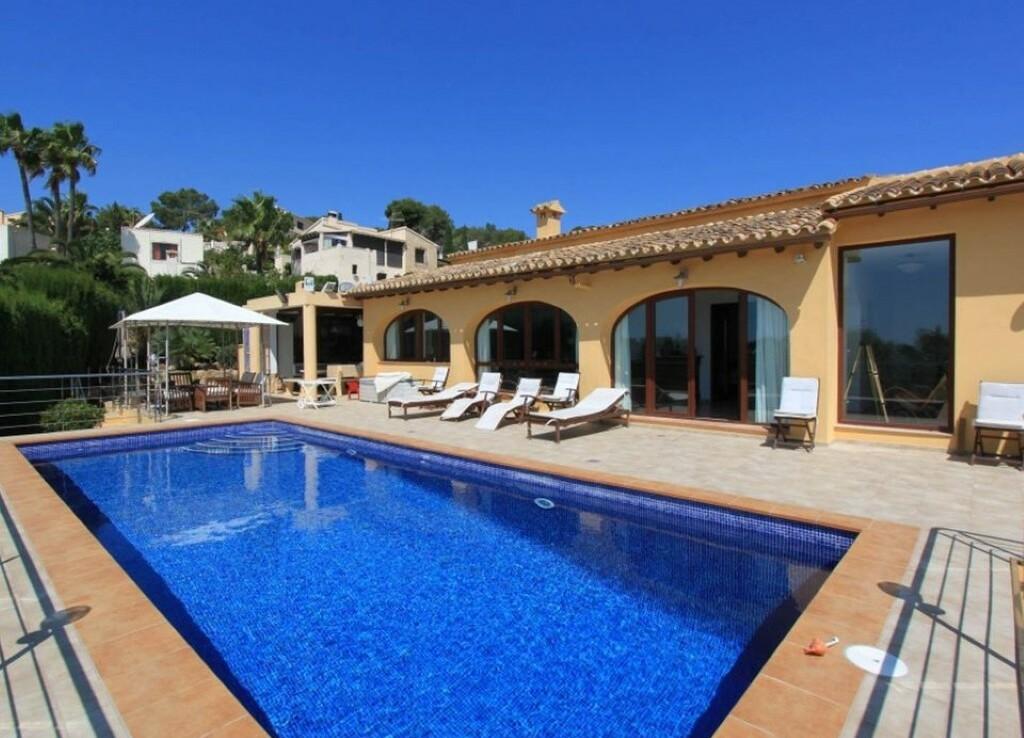 Sea view villa for sale in Sabatera in Moraira