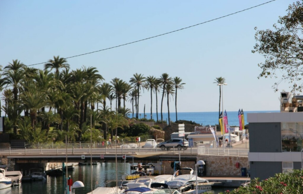 Sea view apartment for sale in Javea on the marina 210k