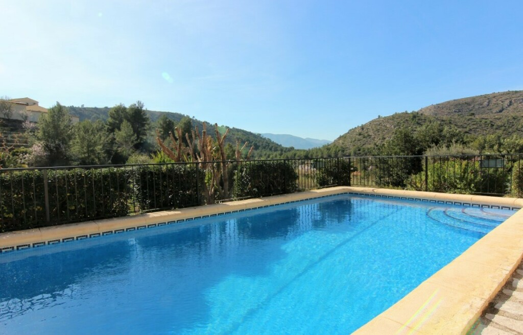Traditional single storey villa is located in Lliber 245k